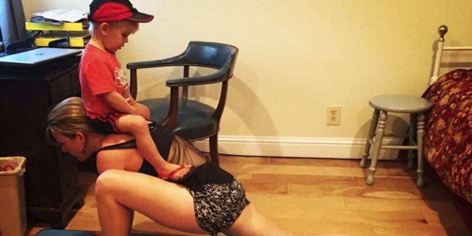 """أم لطفلين تطلب نداء المساعدة من مثيلتها على """"فيس بوك"""" فأصبحت من المشاهير"""