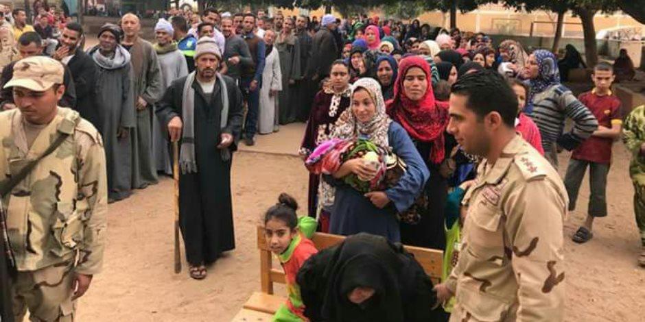 «تسلم الأيادي» تثير حماس المواطنين على الإدلاء بأصواتهم في لجان «الزيتون»