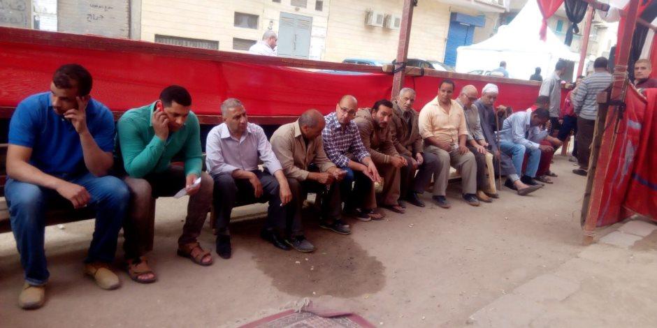 """حشود الناخبين أمام اللجان بـ""""حدائق حلوان"""" للإدلاء بصوتهم"""