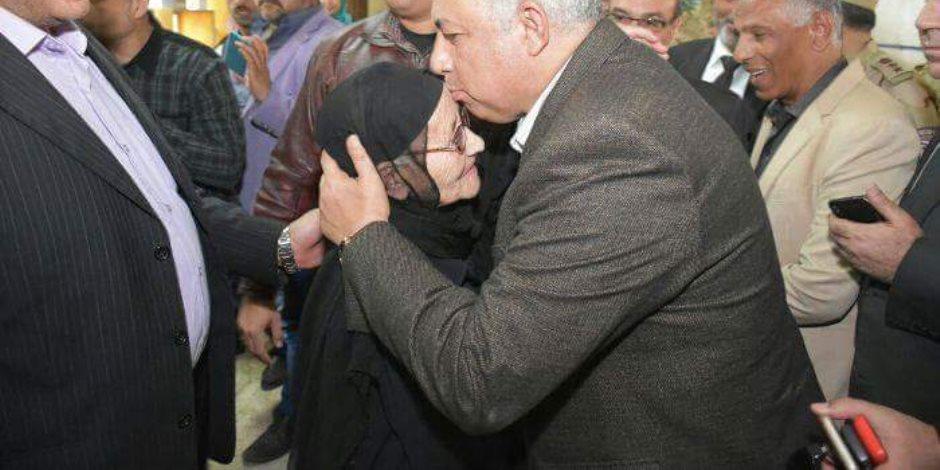 محافظ الشرقية يشكر كبار السن والمرضى وذوي الإحتياجات الخاصة لمشاركتهم بانتخابات الرئاسة (صور)
