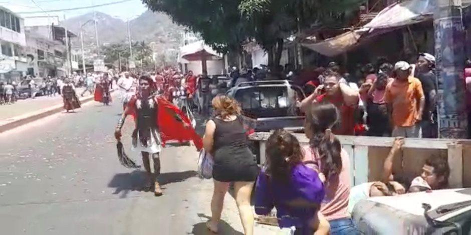 ذعر بين المكسيكين بعد إطلاق مجهولين النار على احتفالات الأسبوع المقدس