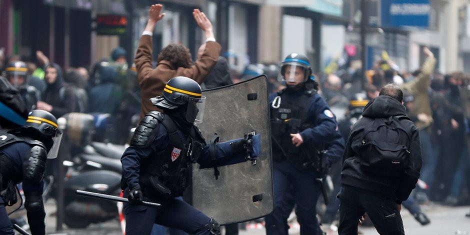 الشرطة الفرنسية تستخدم قنابل مسيلة للدموع في فض مظاهرة