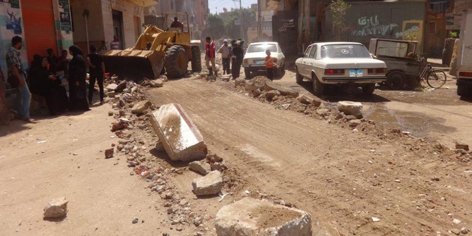 مجلس مدينة الأقصر يواصل أعمال تطوير شوارع «أبو الجود» ويرفع 15 طن مخلفات (صور)
