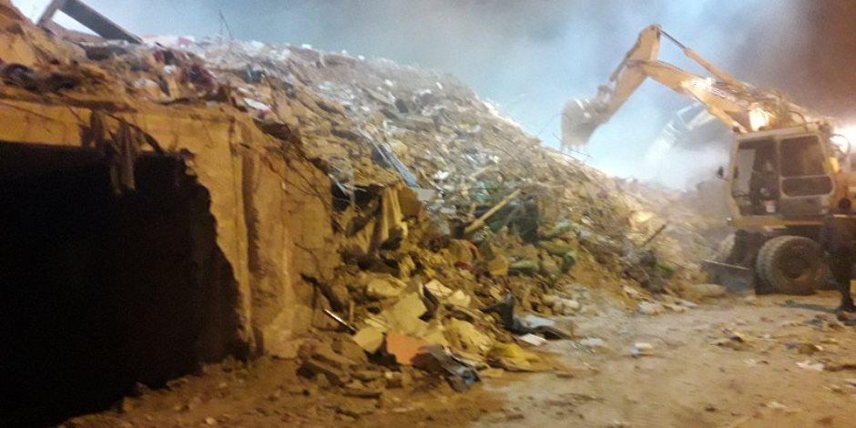 الحماية المدنية تكثف جهودها في رفع أنقاض العقار المنهار شرق الإسكندرية (صور)
