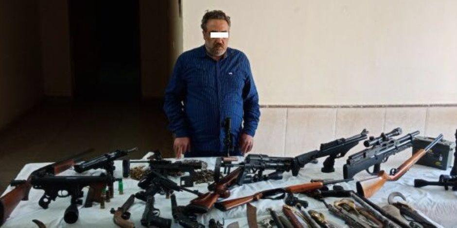 «رشاش وخرطوش وطبنجات».. الأمن العام يضبط ترسانة أسلحة داخل منزل بالشرقية