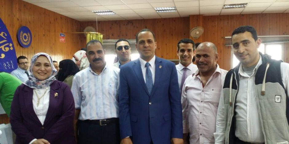 رئيس جامعة دمنهور يدلي بصوته في انتخابات التجديد النصفي لنقابة الأطباء البيطريين (صور)