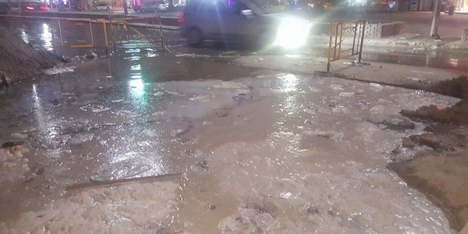 انفجار خط المياه المغذى لمدينة المحلة بعد ساعات من إصلاحه (صور)