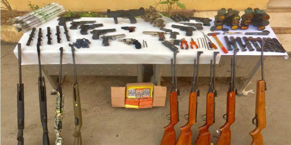 الأمن يداهم ورشة تصنيع أسلحة وتليسكوبات قناصة بالدقهلية