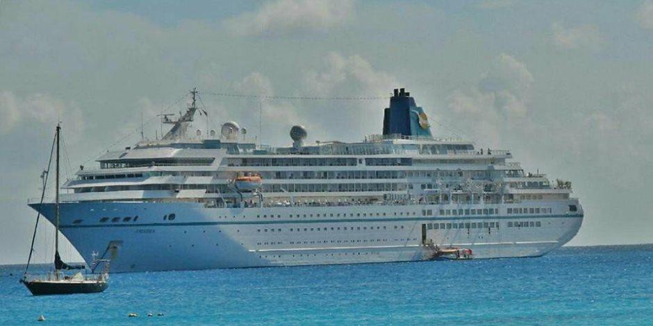 الفريق مهاب مميش: عبور 44 سفينة بحمولة 3 مليون طن