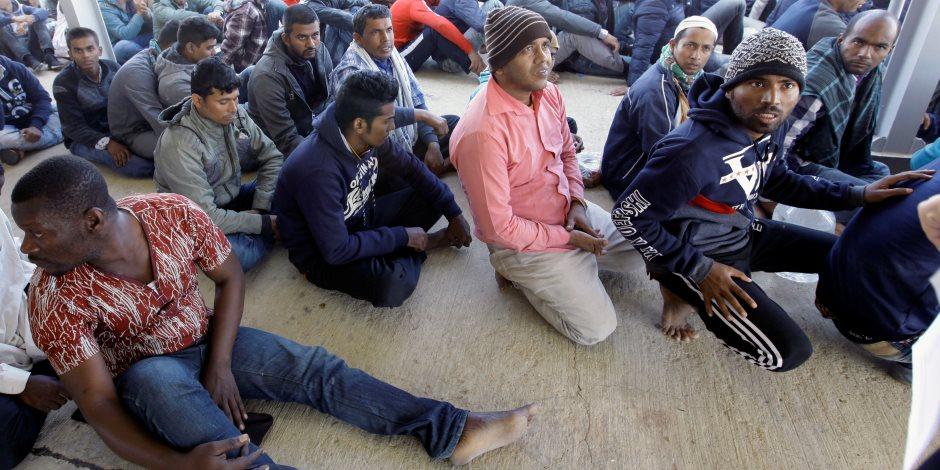 الإدارة الأمريكية تهدد باعتقال مهاجرين يعتزمون عبور الحدود فى قافلة حافلات