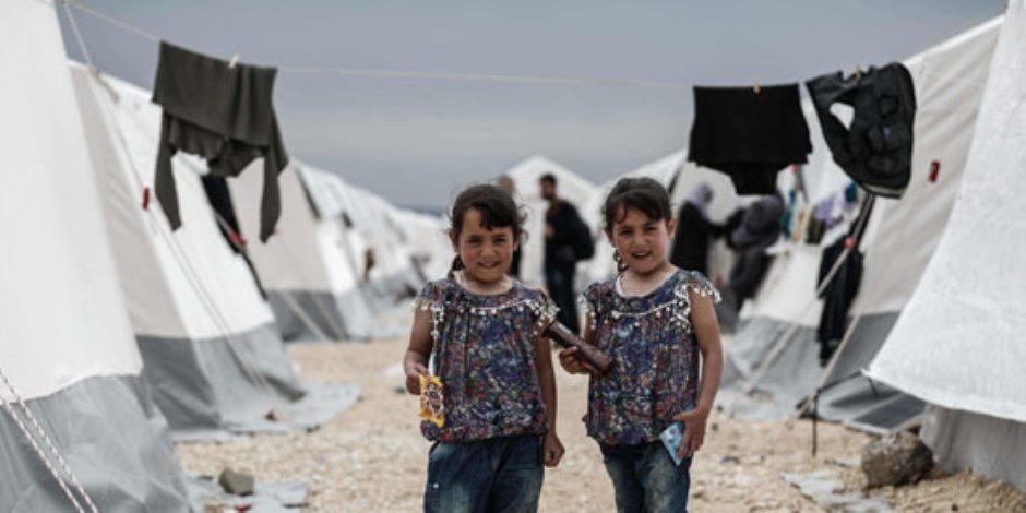 الهاربون من النيران.. أطفال سوريا زهور نبتت في الصخر (صور)