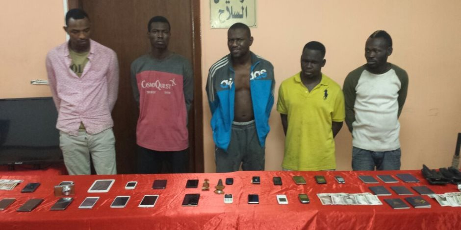 حبس أربعة سودانيين كونوا تشكيلا عصابيا لسرقة مساكن التجمع الخامس والشروق