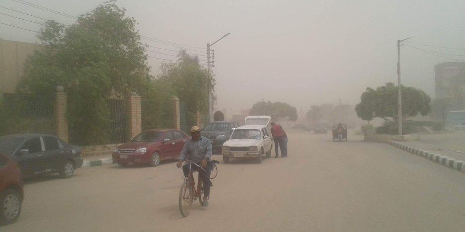 غلق الطرق الرئيسية بالوادى الجديد بسبب العواصف الترابية (صور)