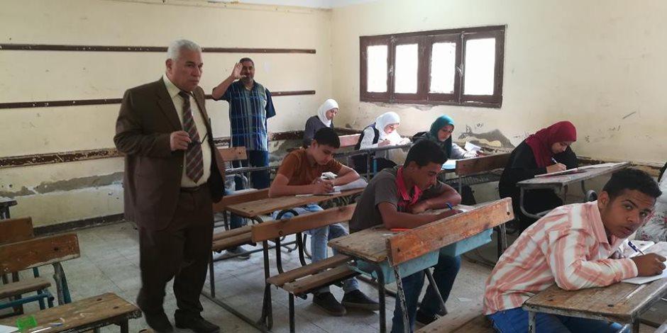 اليوم.. 70 ألف و531 طالبا يؤدون الامتحان بالشهادة الإعدادية بسوهاج