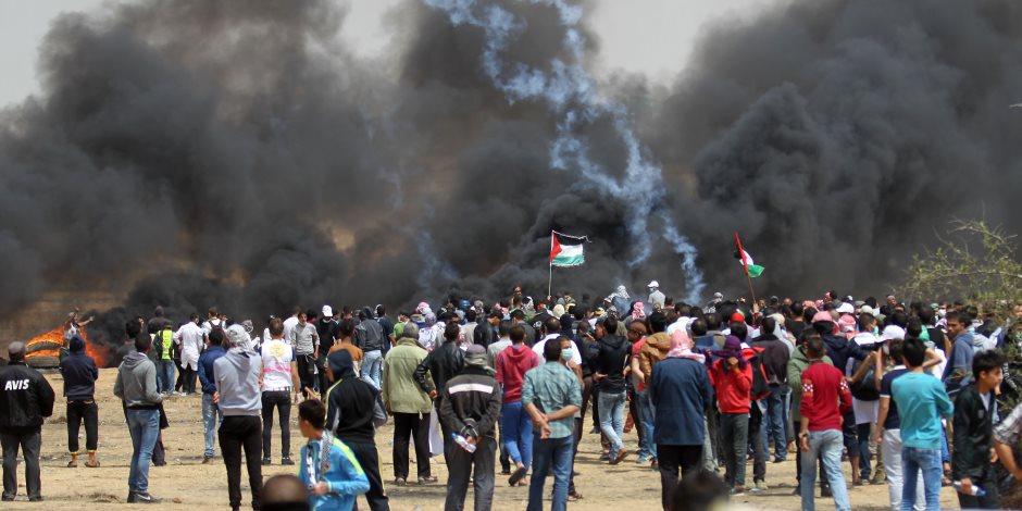 اشتباكات عنيفة بين الفلسطينيين وقوات الاحتلال بغزة وو5 إصابات في صفوف المتظاهرين(صور )