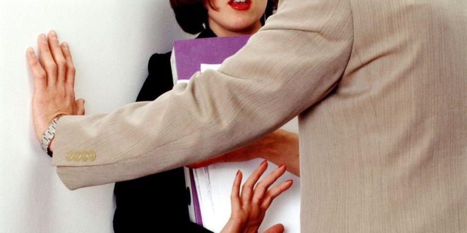 ضبط طالب بالشرقية لتهديده طالبة وإبتزازها بعدم نشر صورها مقابل مبالغ مالية
