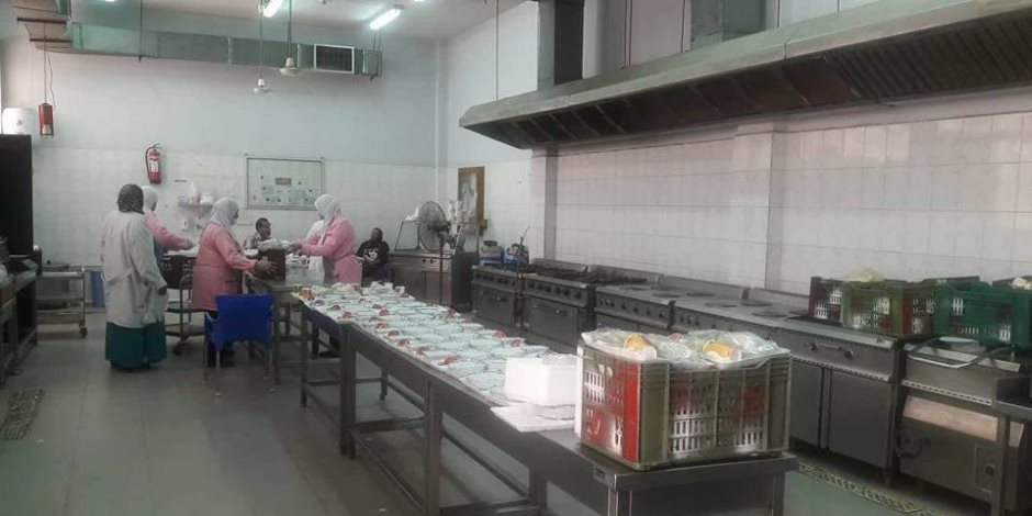 إعدام ربع طن أغذية ولحوم غير صالحة بمستشفيات المنصورة (صور)