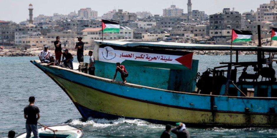 قوات الاحتلال الإسرائيلي تفرج عن 14 فلسطينيا من غزة