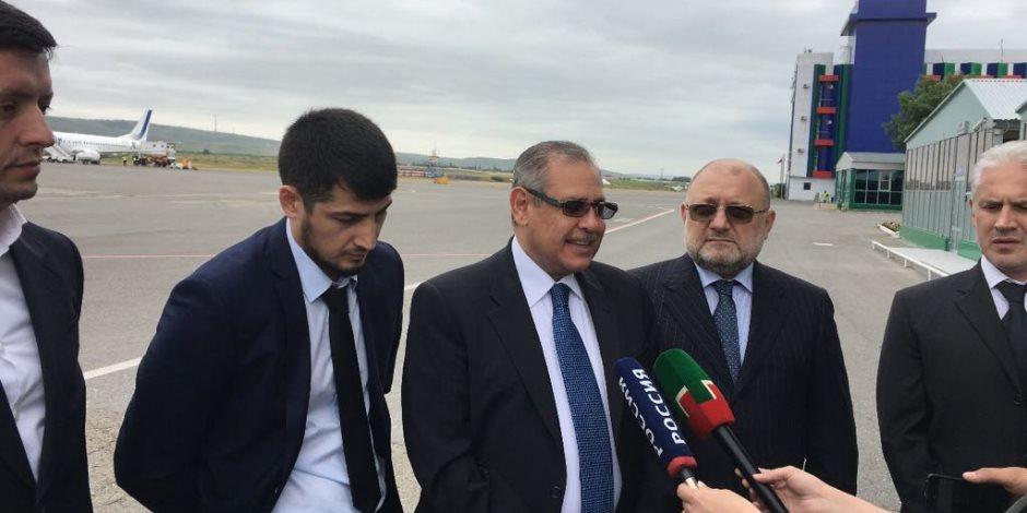 السفير المصري في موسكو يتفقد الاستعدادات النهائية لاستقبال بعثة المنتخب الوطني