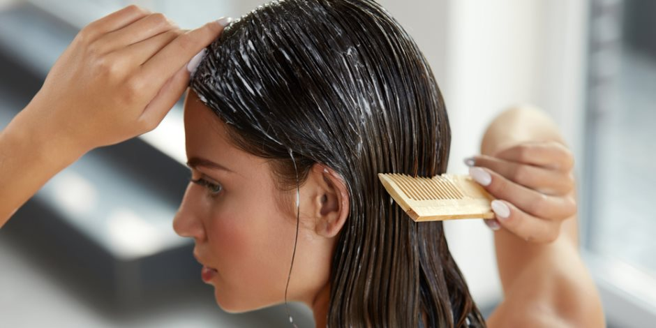 بعيدا عن الشامبو المركبات الصناعية.. مكونات طبيعية لشطف شعرك