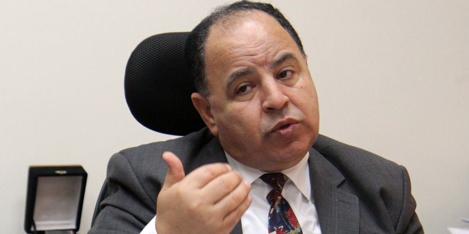 وزير المالية يحظر إدخال وإخراج النقد المصرى والأجنبى خلال الطرود البريدية