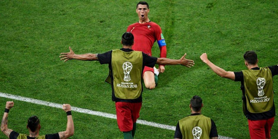 هاتريك كريستيانو لا يُخيف بيكيه.. أهداف «الدون» في إسبانيا صحيحة أم بأخطاء تحكيمية؟