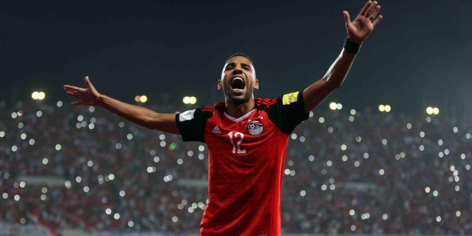 لاعبو الأهلي يهدون مؤمن زكريا أغنية خاصة به في احتفالية تسلم درع الدوري (فيديو)