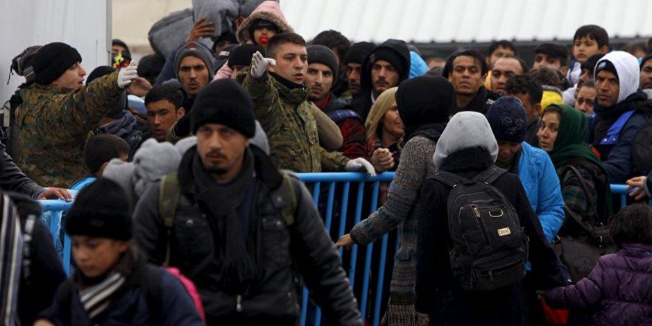 المتغطي بالإنسانية عريان.. 600 مهاجر على ضفاف أوروبا يفجرون أزمة اللاجئين من جديد