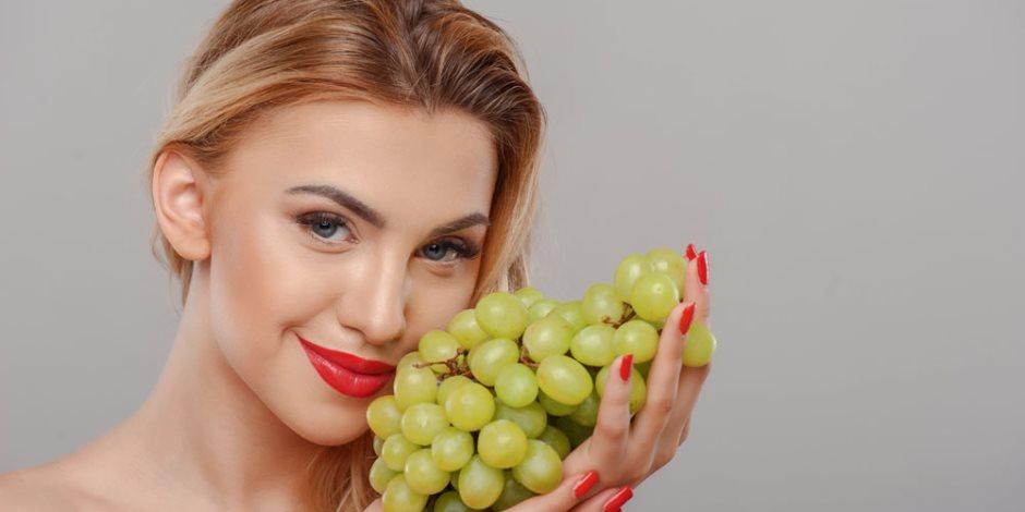 العنب العنب العنب.. يساعدك على سرعة الإنجاب يا مدام