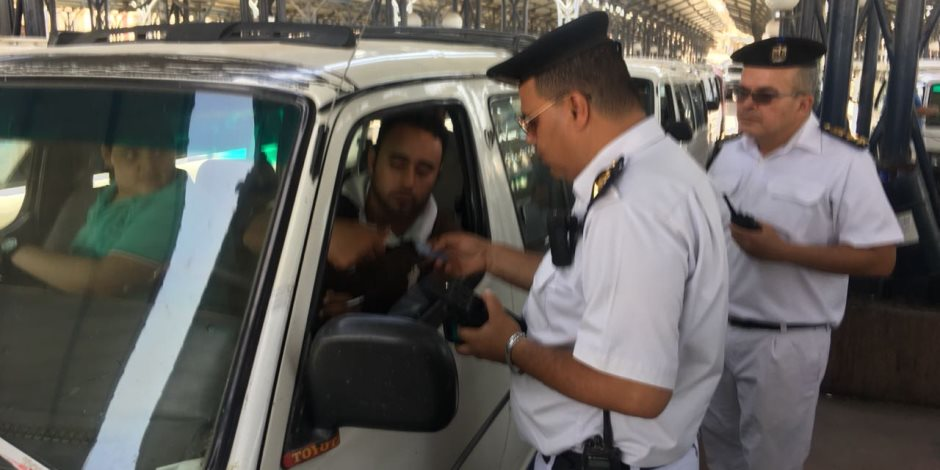 انضباط يا مصر.. شاهد كيف سيطرت الشرطة على المواقف وتجاوزات السائقين (فيديو)