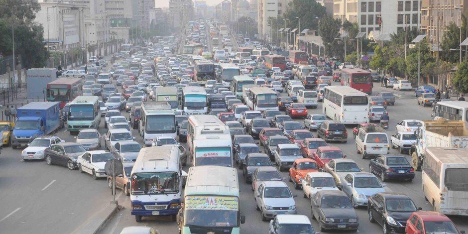 النشرة المرورية.. كثافات متحركة للسيارات بمحاور القاهرة والجيزة