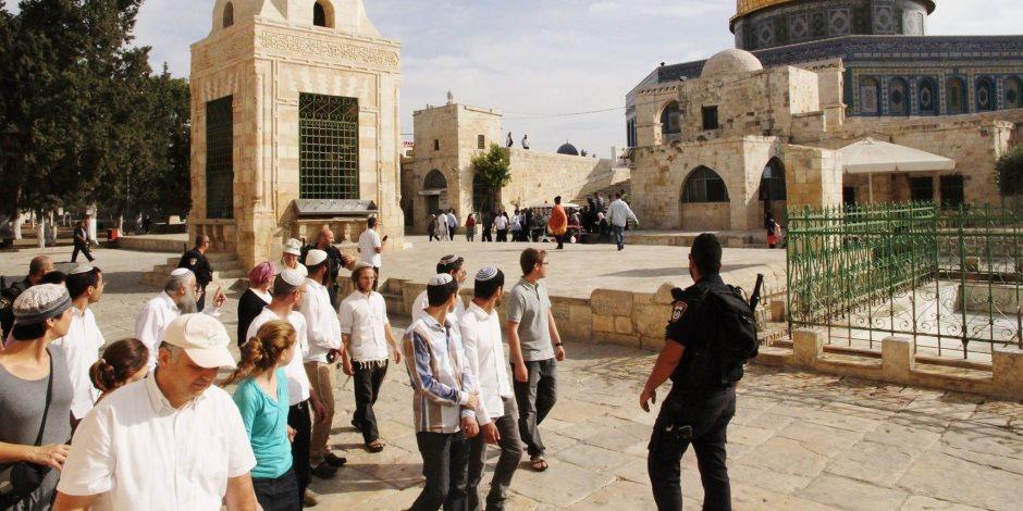 53 مستوطنًا يدنسون الأقصى.. الاحتلال يسعى لتغيير الوضع القائم بالمسجد