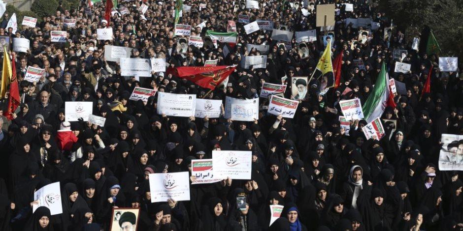 إيران التطور الطبيعي للثورة.. هل يطيح قمع الحرس الثوري بروحاني؟