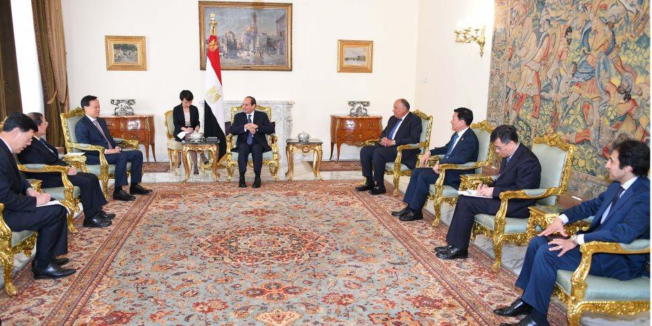 السيسي يستقبل عضوا بالحزب الشيوعي.. ويؤكد حرص مصر على جذب استثمارات صينية