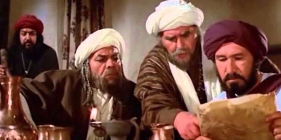استعان بصوت ممثل آخر.. هل أفسد مصطفى العقاد دور حمدي غيث في فيلم الرسالة؟
