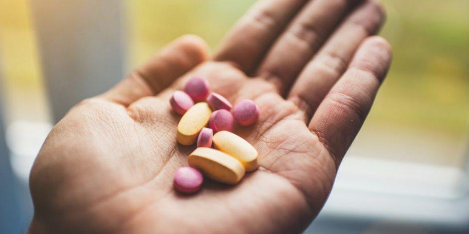 احذروا أضرارها.. الإفراط في تناول الأطفال المصابين بكورونا للمضادات الحيوية يهدد حياتهم