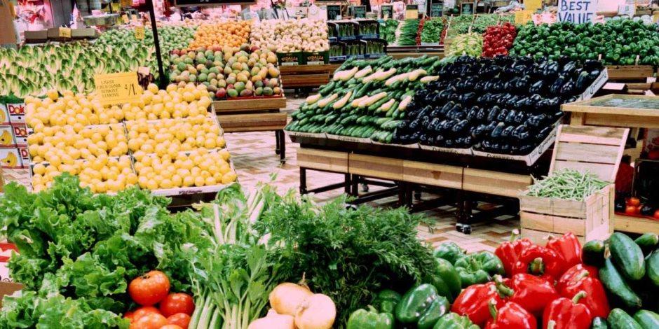 الأغذية والمشروبات تخفض معدلات التضخم الشهر الماضي.. (إنفوجراف)