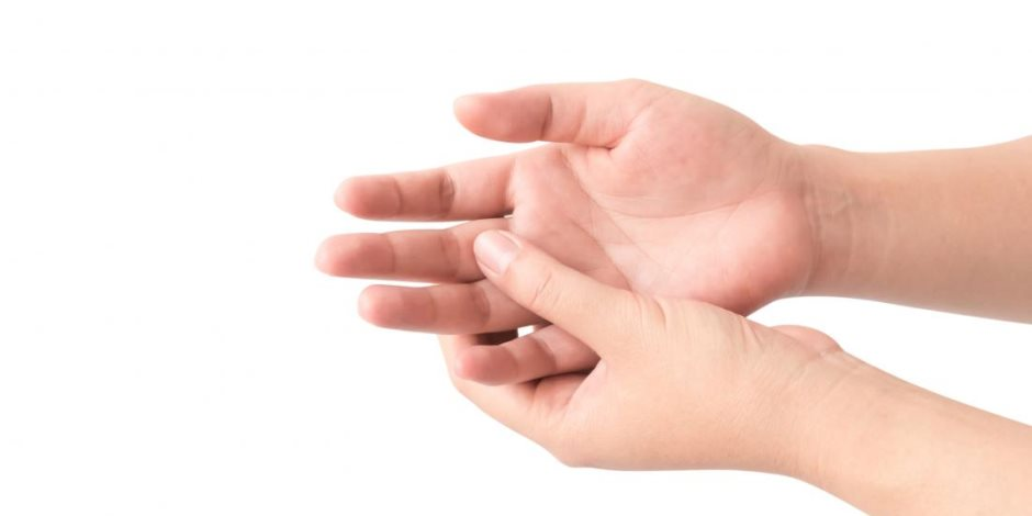 تقرير بريطاني: الرجال الذين لديهم أصبع السبابة أقصر يكونون أكثر حبا للمرأة