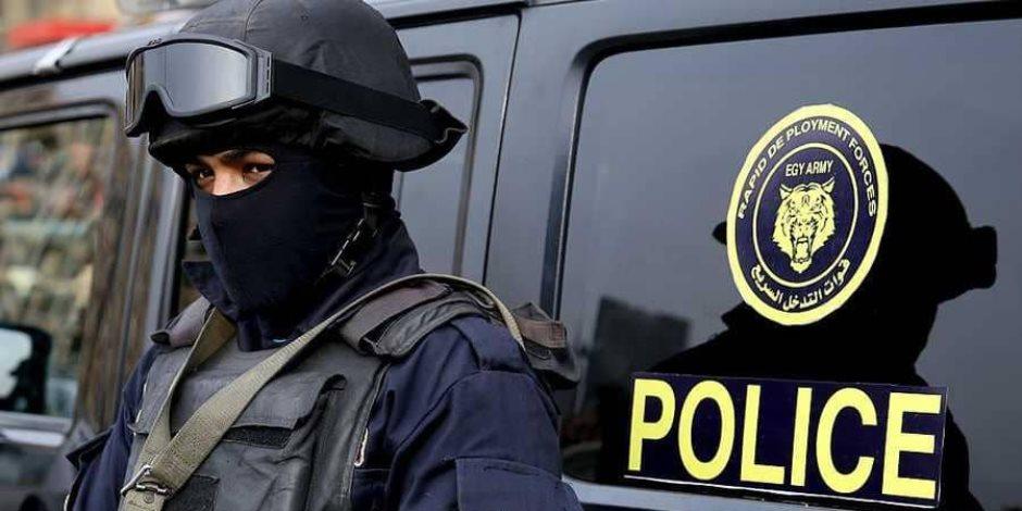 قوة أمنية تنقذ مواطنا من الانتحار من أعلى كوبري 15 مايو
