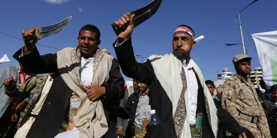 بقاء الحوثي في الحديدة يهدد العالم.. ألغام وتفخيخ ونهب إيرادات على شواطئ البحر الأحمر