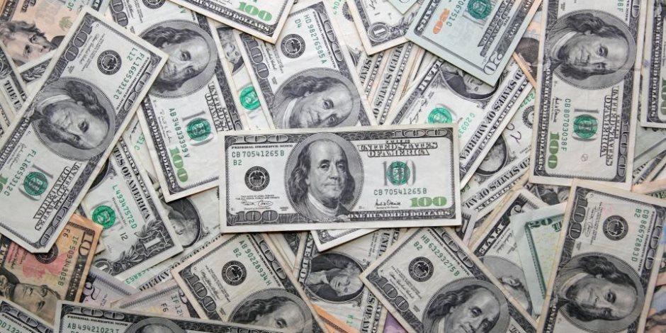 لا صوت يعلو فوق صوت الدولار.. كيف انتصرت العملة الخضراء على الملحدين؟