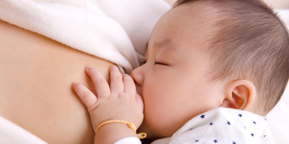 هل يتأثر نمو الرضيع إذا تركتيه يبكى فى الشهور الأولى؟