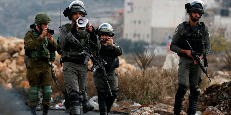 الاحتلال يواصل جرائمه ضد الفلسطينين: اعتقال 14 من الضفة الغربية