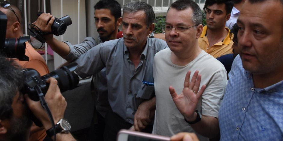 اتهامات مضحكة وسخيفة.. «المقلوبة» سر تمسك أردوغان بسجن القس الأمريكي