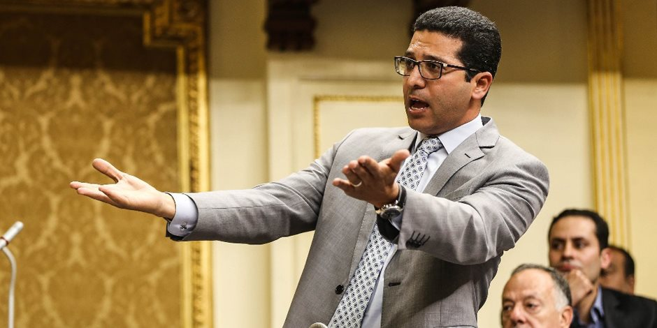 """بلطجي البرلمان.. هيثم الحريري يرفع شعار """"خدوهم بالصوت"""""""