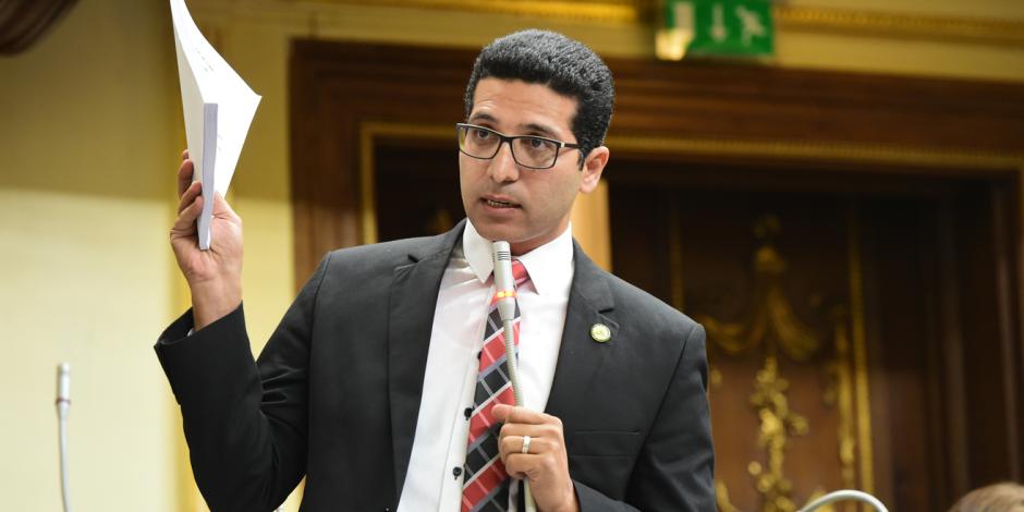 يروج أكاذيب ضد الدولة عبر قنوات الإخوان.. طلبات بالجملة لطرد هيثم الحريري من البرلمان