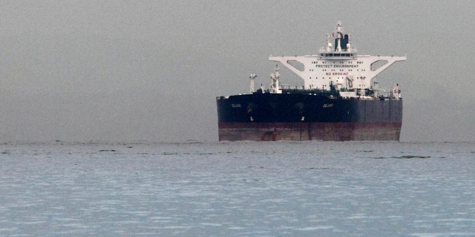 أمريكا تحذر اليونان من تكرار الخطأ.. ناقلة نفط إيرانية تشعل موانئ المتوسط