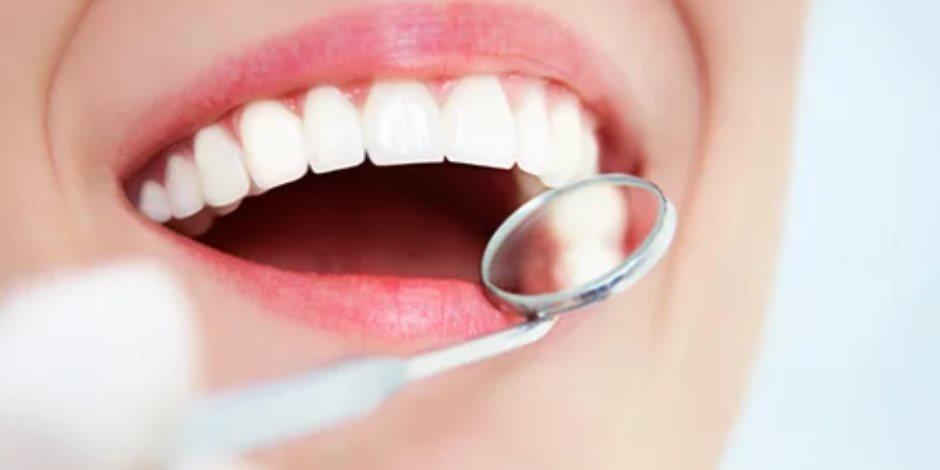 """""""هتضحك وتبين سنانك"""".. طريقة سحرية بتدابير منزلية تخلصك من إصفرار الأسنان"""
