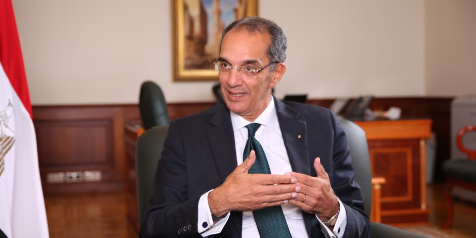 """وزير الاتصالات يكشف تفاصيل توقيع بروتوكول تعاون مع """"الأوقاف"""" لميكنة أعمال الوزارة"""
