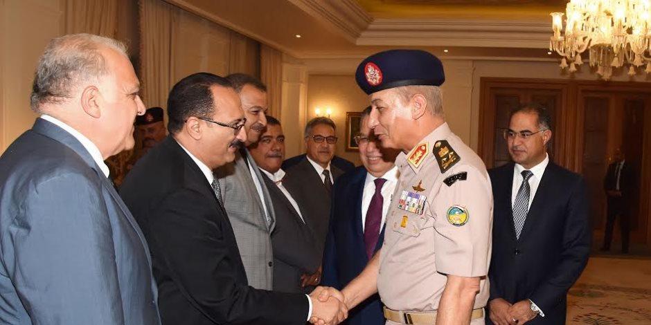 وزيـر الدفاع يلتقي أعضاء البرلمان.. والنواب يهنئون القوات المسلحة بذكرى انتصار أكتوبر